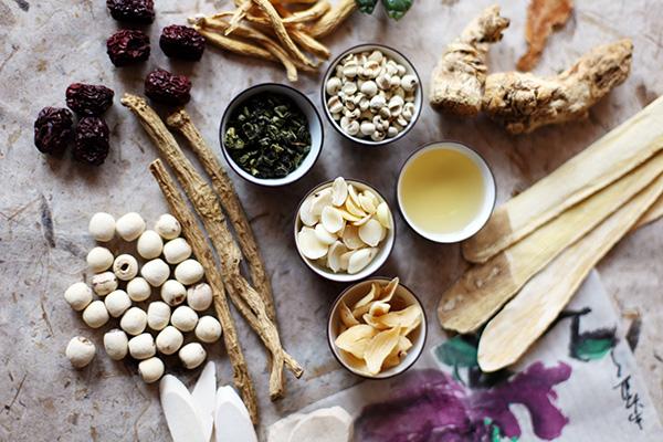 中藥材大多從植物萃取而成,但也包含一些礦物質和動物製品。